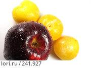 Купить «Яблоко и желтые сливы», фото № 241927, снято 3 апреля 2008 г. (c) ФЕДЛОГ / Фотобанк Лори