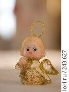 Купить «Игрушка ангелочек в теплом рассеянном свете», фото № 243627, снято 9 января 2008 г. (c) Harry / Фотобанк Лори