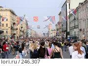 Купить «Народные гулянья по Невскому проспекту. Санкт-Петербург», фото № 246307, снято 27 мая 2007 г. (c) Наталья Чуб / Фотобанк Лори
