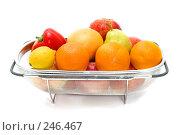 Купить «Большое сито с фруктами и овощами», фото № 246467, снято 6 апреля 2008 г. (c) Угоренков Александр / Фотобанк Лори
