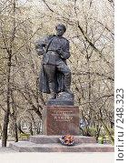 Купить «Памятник маршалу Жукову», фото № 248323, снято 11 апреля 2008 г. (c) Андрей Ерофеев / Фотобанк Лори