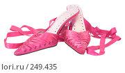 Купить «Женские розовые туфли, изолировано на белом фоне», фото № 249435, снято 15 августа 2018 г. (c) yelena demyanyuk / Фотобанк Лори