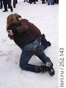 Купить «Схватка двух девушек на Масленице», фото № 252143, снято 9 марта 2008 г. (c) Sergey Toronto / Фотобанк Лори