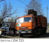 Купить «Уборка мусора. Микрорайон «1 Мая», Балашиха, Московская область», эксклюзивное фото № 254723, снято 9 апреля 2008 г. (c) lana1501 / Фотобанк Лори