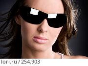 Купить «Женщина в солнечных очках», фото № 254903, снято 9 декабря 2007 г. (c) chaoss / Фотобанк Лори