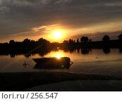 Одинокая лодка. Стоковое фото, фотограф Алексей Семьёшкин / Фотобанк Лори