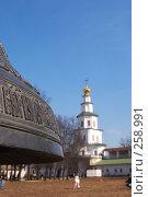 Купить «Колокол Новоиерусалимского монастыря на фоне надвратной церкви», фото № 258991, снято 30 марта 2008 г. (c) Sergey Toronto / Фотобанк Лори