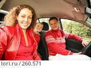 Купить «Родители с сыном в машине», фото № 260571, снято 22 августа 2018 г. (c) Losevsky Pavel / Фотобанк Лори