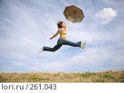 Купить «Летящая девушка с зонтом», фото № 261043, снято 15 ноября 2019 г. (c) Losevsky Pavel / Фотобанк Лори