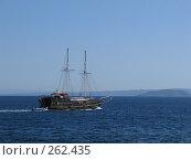 Купить «Корабль в Средиземном море», фото № 262435, снято 28 июня 2007 г. (c) Юлия Селезнева / Фотобанк Лори