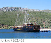 Купить «Корабль в Средиземном море», фото № 262455, снято 28 июня 2007 г. (c) Юлия Подгорная / Фотобанк Лори