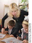 Купить «Первый учитель и ее подопечные», фото № 262679, снято 25 апреля 2008 г. (c) Федор Королевский / Фотобанк Лори