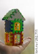 Купить «Двухэтажный дом с открытым окном в женской руке», фото № 262711, снято 15 октября 2018 г. (c) Светлана Кучинская / Фотобанк Лори