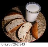 """Купить «Натюрморт """"Молоко с булочкой""""», эксклюзивное фото № 262843, снято 11 января 2008 г. (c) lana1501 / Фотобанк Лори"""