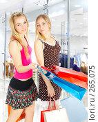 Купить «Шопинг. Две девушки с покупками.», фото № 265075, снято 6 марта 2008 г. (c) Андрей Армягов / Фотобанк Лори
