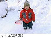 Купить «Маленький мальчик в красной куртке стоит на снегу с лопаткой в руках», фото № 267583, снято 15 декабря 2006 г. (c) Виктор Филиппович Погонцев / Фотобанк Лори