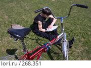 Купить «Отдых велосипедиста», фото № 268351, снято 27 апреля 2008 г. (c) Юрий Синицын / Фотобанк Лори