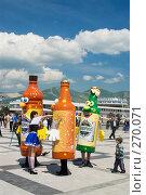 Купить «Ходячая реклама новороссийского пива на приморском бульваре», фото № 270071, снято 1 мая 2008 г. (c) Федор Королевский / Фотобанк Лори