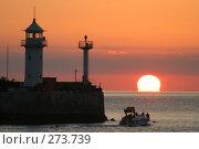 Купить «Восход на море. Ялта», эксклюзивное фото № 273739, снято 17 сентября 2004 г. (c) Дмитрий Неумоин / Фотобанк Лори
