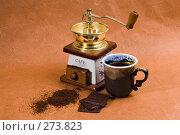 Купить «Кофемолка, чашка кофе, кусочки шоколада на оранжевом фоне», фото № 273823, снято 20 апреля 2008 г. (c) Татьяна Белова / Фотобанк Лори
