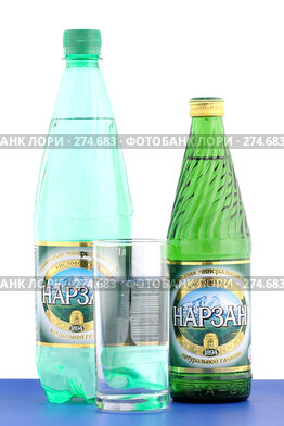"""Купить «Две бутылки минеральной воды """"Нарзан"""" и стакан», фото № 274683, снято 5 мая 2008 г. (c) Александр Паррус / Фотобанк Лори"""