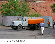Уборочная машина у стен Кремля в Александровском саду (2008 год). Редакционное фото, фотограф lana1501 / Фотобанк Лори