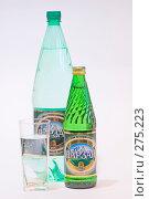Купить «Две бутылки нарзана и стакан», эксклюзивное фото № 275223, снято 6 мая 2008 г. (c) Александр Щепин / Фотобанк Лори