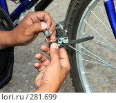 Купить «Сборка тормозного механизма велосипеда», фото № 281699, снято 20 ноября 2018 г. (c) Мирсалихов Баходир / Фотобанк Лори