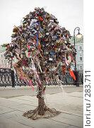 Купить «Дерево замков», фото № 283711, снято 9 мая 2008 г. (c) Цветков Виталий / Фотобанк Лори
