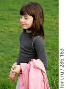 Девочка на поляне. Стоковое фото, фотограф Варвара Воронова / Фотобанк Лори