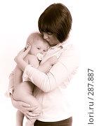Купить «Мама и грудной ребенок», фото № 287887, снято 29 февраля 2008 г. (c) Вадим Пономаренко / Фотобанк Лори