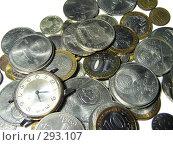 Купить «Россыпь монет и часы», фото № 293107, снято 18 мая 2008 г. (c) Павел Филатов / Фотобанк Лори