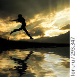 Купить «Девушка в прыжке», фото № 293347, снято 16 июня 2019 г. (c) Константин Юганов / Фотобанк Лори