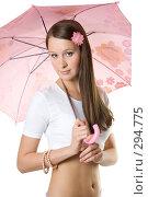 Купить «Девушка с розовым зонтом», фото № 294775, снято 22 сентября 2007 г. (c) Вадим Пономаренко / Фотобанк Лори