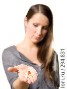 Купить «Таблетки на женской ладони», фото № 294831, снято 22 сентября 2007 г. (c) Вадим Пономаренко / Фотобанк Лори