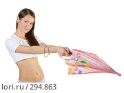 Купить «Девушка с розовым зонтом», фото № 294863, снято 22 сентября 2007 г. (c) Вадим Пономаренко / Фотобанк Лори