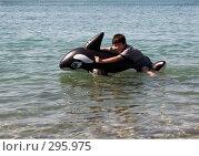 Купить «Смеющийся мальчик на дельфине», фото № 295975, снято 5 июля 2007 г. (c) Татьяна Нафикова / Фотобанк Лори