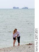 Купить «Парень с девушкой целуются у моря. День последнего звонка.Прощание с детством.Новороссийск 2008.», фото № 297851, снято 24 мая 2008 г. (c) Федор Королевский / Фотобанк Лори