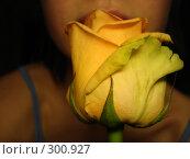 Купить «Девушка и цветок», фото № 300927, снято 20 марта 2008 г. (c) Софья Ханджи / Фотобанк Лори