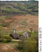 Купить «Село Старый Изборск. Псковская область», фото № 306871, снято 2 мая 2008 г. (c) Liseykina / Фотобанк Лори
