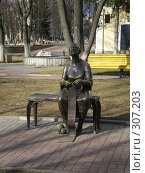 Купить «Памятник бабушке вяжущей чулок город Белгород», фото № 307203, снято 13 марта 2007 г. (c) Саломатников Владимир / Фотобанк Лори