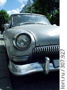 Купить «Ретроавтомобиль», фото № 307927, снято 1 июня 2008 г. (c) Юрий Гник / Фотобанк Лори