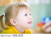 Купить «Счастливая девочка», фото № 308835, снято 3 мая 2008 г. (c) Анатолий Типляшин / Фотобанк Лори