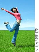 Купить «Счастливая девушка прыгает в поле», фото № 308875, снято 18 мая 2008 г. (c) Анатолий Типляшин / Фотобанк Лори