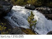 Купить «Водопад», фото № 310095, снято 14 ноября 2018 г. (c) Андрей Пашкевич / Фотобанк Лори
