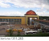 Купить «Железнодорожный вокзал, город Уфа», фото № 311283, снято 4 июня 2008 г. (c) Владислав Семенов / Фотобанк Лори