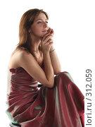 Купить «Задумчивая девушка в вечернем платье», фото № 312059, снято 31 мая 2008 г. (c) Наталья Белотелова / Фотобанк Лори