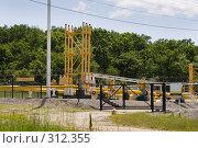 Купить «Узел редуцирования и замера газа на газопроводе», фото № 312355, снято 4 июня 2008 г. (c) Федор Королевский / Фотобанк Лори