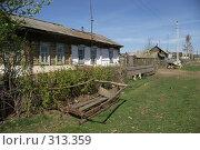 Купить «Домик в деревне», фото № 313359, снято 19 мая 2008 г. (c) Талдыкин Юрий / Фотобанк Лори