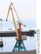Купить «Ялта.Грузовой порт.», эксклюзивное фото № 313539, снято 2 мая 2008 г. (c) Дмитрий Неумоин / Фотобанк Лори